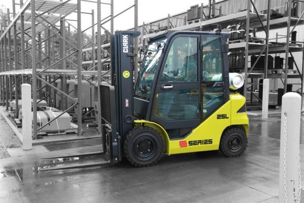 Clark – S30L – Gastruck – 3000 kg / 500 mm lastcenter
